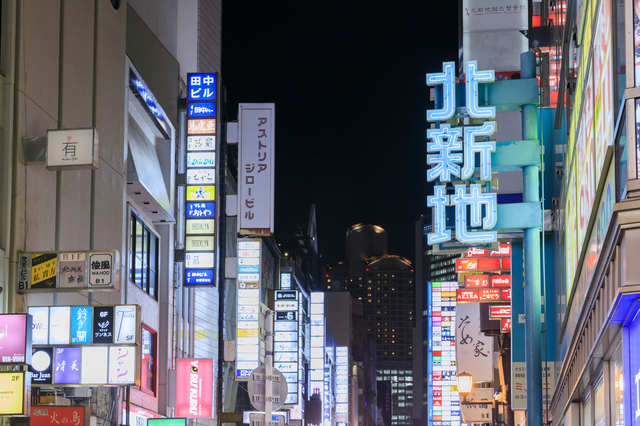 大阪のキャバクラ、黒服(ボーイ)の1日の仕事内容は? 高収入求人ドカント