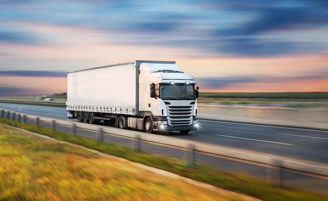 宣伝トラックのドライバー、その運転のコツは? 男性高収入求人ドカント
