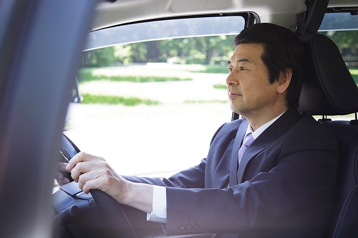 送迎ドライバーの仕事内容 男性高収入求人ドカント